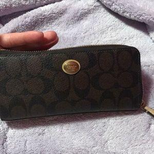 Coach Peyton signature slim zip wallet